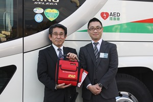 AED IPAD NF1200と弊社がデザインしたAED搭載車両マグネット